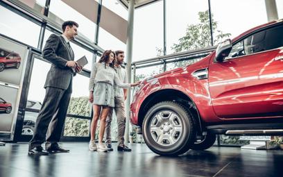 Jak najlepiej sfinansować auto, gdy brakuje gotówki