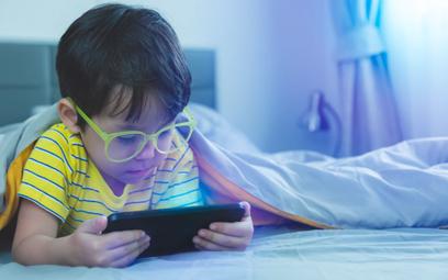 Dziecko może łatwo wyczyścić nam konto grając na telefonie