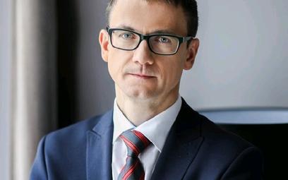 Karol Okoński, wiceminister i pełnomocnik rządu ds. cyfryzacji, złożył dymisję, która może być przyj