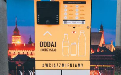 Pierwsze koty za płoty. Prototypowe butelkomaty ustawiane  w polskich miastach  cieszyły się wielkim