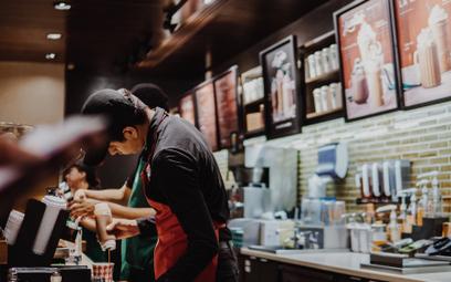 Wielorazowy kubek z kaucją: nowy ekopomysł Starbucksa