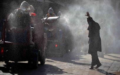 Pakistan: Epidemia przyspiesza, rząd wycofuje się z obostrzeń