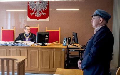 Adam Słomka na sali sądowej