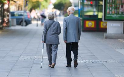 100 tysięcy seniorów dostaje za mało