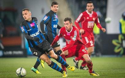 Michał Masłowski (pierwszy z lewej) strzelił cztery bramki dla Zawiszy w meczu z Piastem (6:0)