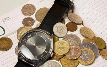 Wypłata wynagrodzenia za czas pozostawania bez pracy po przywróceniu na etat