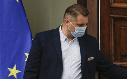 """Czarnek w TVP """"zwolnił"""" naukowca z UAM za hejt na Kukiza"""