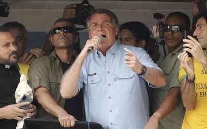 Jair Bolsonaro, prezydent Brazylii, przemawia do swoich zwolenników