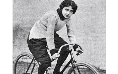 Rok 1898. Belgijka Helene Dutrieu, jedna z pionierek kolarstwa, pierwsza rekordzistka świata w jeźdz