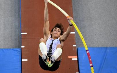 Szwed Armand Duplantis w ubiegłym roku pobił w Toruniu halowy rekord świata w skoku o tyczce. Wmist