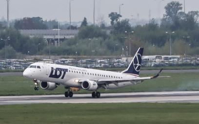 Warszawa, niedziela. Wylądował kolejny samolot z ewakuowanymi Afgańczykami