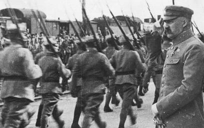 Znając Rosję i bolszewików, Józef Piłsudski był świadomy, że wojna jest nieunikniona. Należało więc