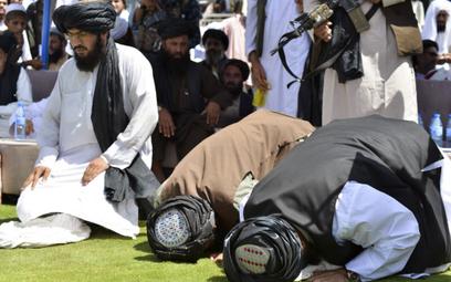 Talibowie świętowali strzelając w powietrze. Nie żyje 17 osób