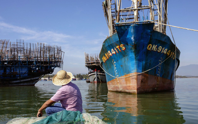 Armia rybaków wróciła do połowów. Natura zagrożona