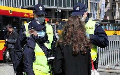 W ciągu minionych dwóch miesięcy policjanci nałożyli ok. 20 tys. mandatów za łamanie wprowadzonych p
