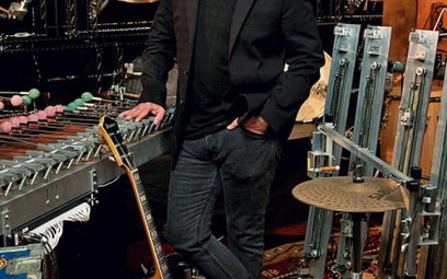 Pat Metheny wykorzystuje w tym projekcie posłuszny mu zestaw instrumentów