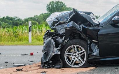 Przyczyną wzrostu liczby wypadków była nadmierna prędkość. Liczba wypadków z udziałem pieszych się b