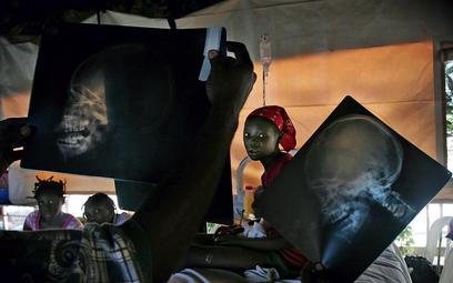 Tomasz Woźny, freelancer I nagroda, wydarzenia, fotoreportaż Na Haiti trafiłem dziesięć dni po trzęs