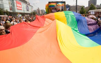 Samorządy zaczynają wycofywać się z uchwał o LGBT