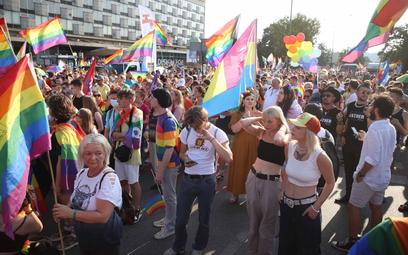 W krakowskim Marszu Równości bierze udział ok. pięciu tysięcy osób.