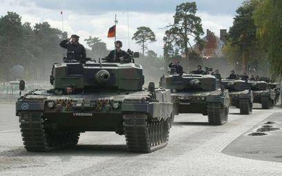 Parada leopardów podarowanych przez Bundeswehrę, 2002 rok