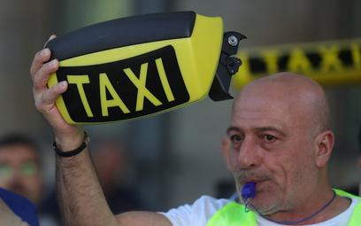 Uber to najbardziej znienawidzona przez taksówkarzy firma na świecie. Na zdjęciu ubiegłoroczny prote