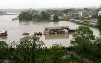 Wisła zalewa Kraków - miasto sparaliżowane