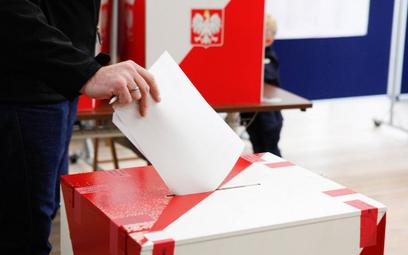 Ponad połowa respondentów zadeklarowała, że weźmie udział w wyborach 13 października