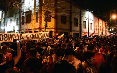 """Koronawirus. """"Wszyscy precz"""". Czy epidemia obali prezydenta Paragwaju?"""