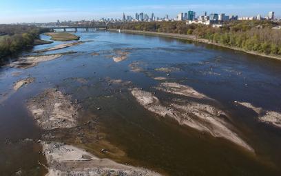 Poziom wody w polskich rzekach bywa nawet czterokrotnie niższy niż europejska średnia, co w dużej mi