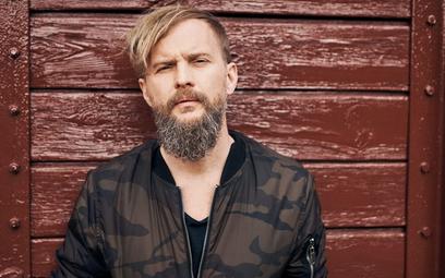 Tomasz Organek, (ur. 1976), muzyk, wokalista, kompozytor, autor tekstów, zdobywca dwóch Fryderyków 2