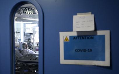 Francja: 85 proc. hospitalizowanych to niezaszczepieni