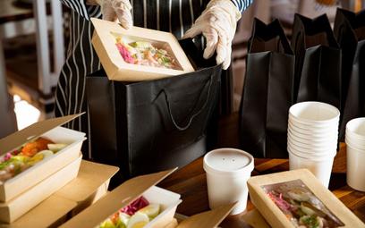 Koronawirus: Nocleg i obiad na koszt firmy. A co z PIT i VAT?