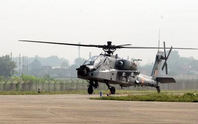 Jeden ze śmigłowców bojowych Boeing AH-64E Apache Guardian Sił Powietrznych Indii. Fot. Siły/Powietr