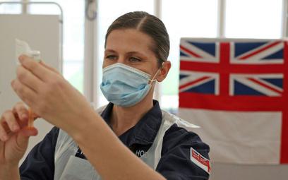 U wracających z Karaibów wykryto nowy wariant koronawirusa