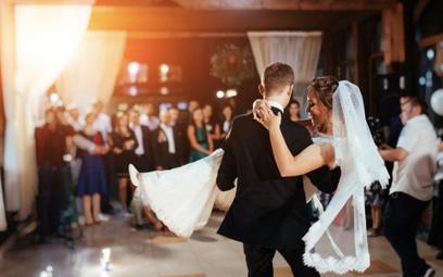 Kotfin: Nowe ognisko koronawirusa po weselu
