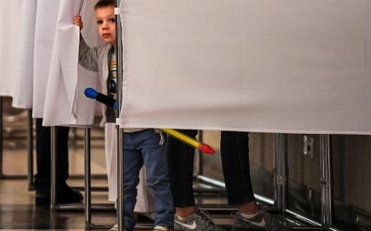 Rosja: 256 osób oddało 1867 głosów?