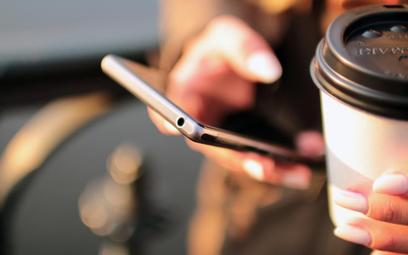 80 proc. nastolatków cały czas jest online