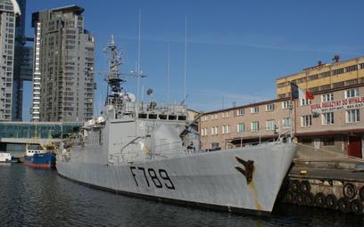 Awizo Lieutenant de vaisseau Le Hénaff (F789) w czasie jednej z wizyt w Gdyni. Fot./Łukasz Pacholski