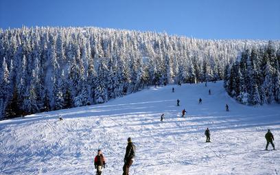 Jeśli śniegu jest za dużo, gminne fundusze mogą wspomóc wojewoda i MSWiA.