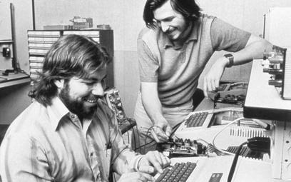 Steve Jobs (z prawej) i Steve Wozniak