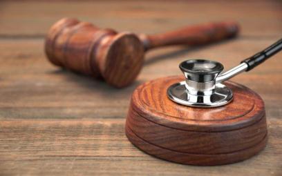 Zabieg medyczny na nieświadomym pacjencie tylko za zgodą sądu