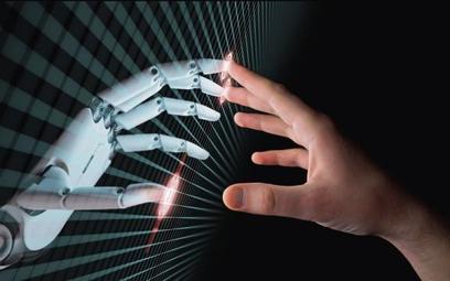 Prof. Zybertowicz: Technologia może być głupsza od nas, a i tak nas wykiwa