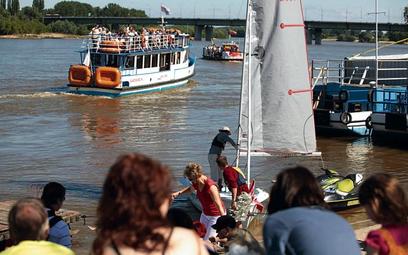 W niedzielę Święto Wisły zakończy sie wielką paradą statków śródlądowych. Start – godz. 16.30. Na zd