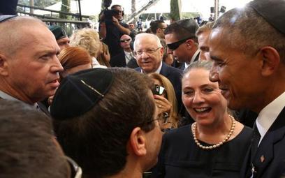 Barack Obama rozmawia z Icchakiem Herzogiem, przywódcą izraelskiej centrolewicowej opozycji, na pogr