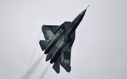 Su-57 – jeszcze nazywany T-50 – na pokazach lotniczych w 2013 r. w Ramienskoje. Fot./Wikimedia. Vita