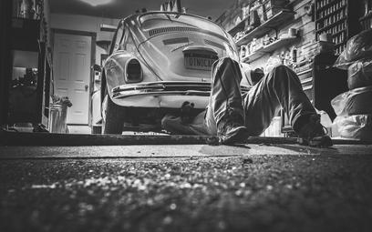 Jakie narzędzia będą niezbędne w warsztacie samochodowym?