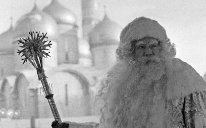 Oficjalnie od 1937 r. Dziadek Mróz stał się symbolem komunistycznych obchodów Nowego Roku, które mia