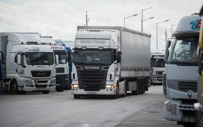 Międzynarodowe przewozy transportowe realizuje 150 tys. tirów z Polski. Wywołuje to złość rywali z E