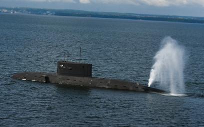 Okręt podwodny ORP Orzeł przygotowuje się do zanurzenia podczas ćwiczeń. Fot./kmdr ppor. Radosław Pi
